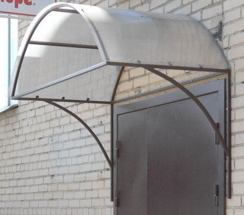 навес над крыльцом из поликарбоната и стального профиля