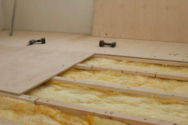 утепление бетонного пола при помощи листов фанеры