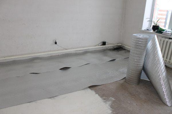 утепление бетонного пола при помощи технической пробки