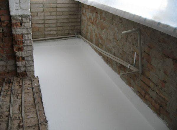 утепление бетонного пола при помощи жидкого утеплителя