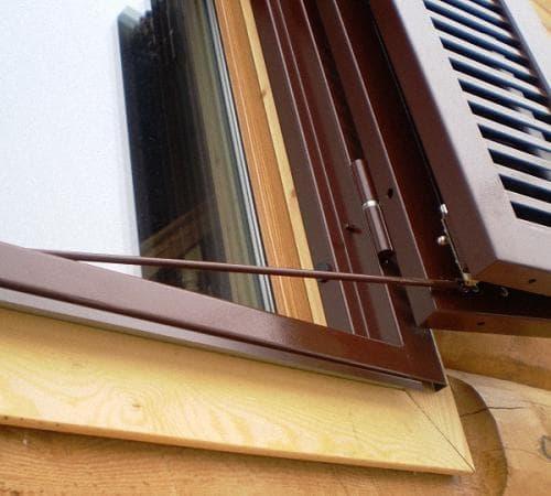 ставни с одной створкой на окна для дачи