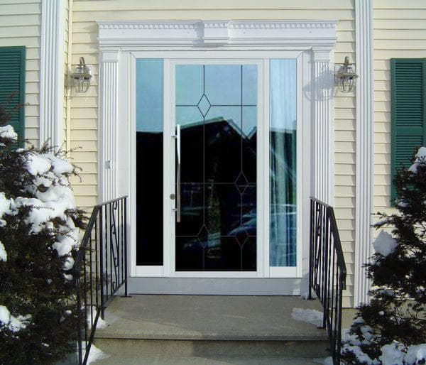входные двери для загородного дома со стеклом