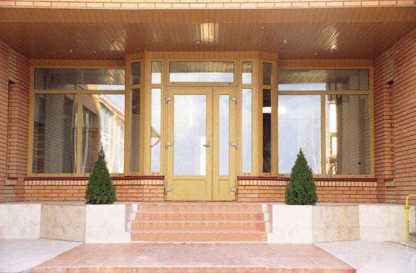 пластиковые входные двери для частного дома KRAUSS