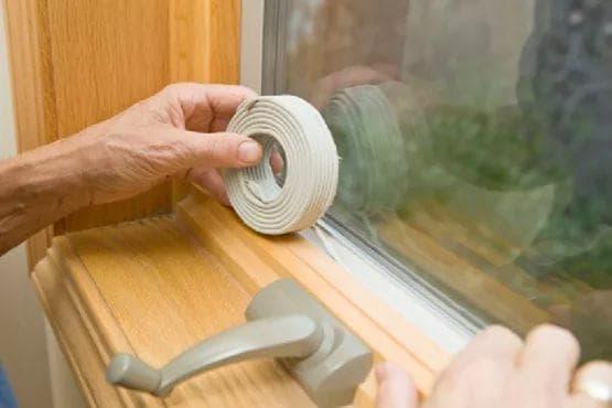 утепление деревянного окна бумагой