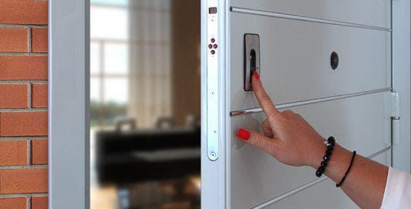 биометрический электронный замок на входную дверь