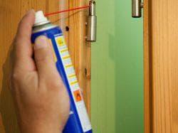 чем смазать дверные петли чтобы не скрипели