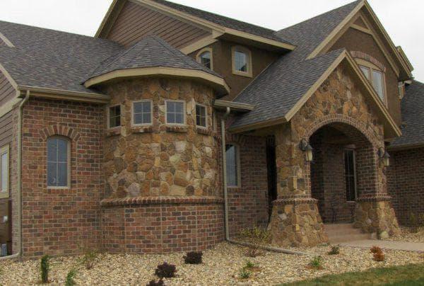 натуральный камень для фасадов частных домов
