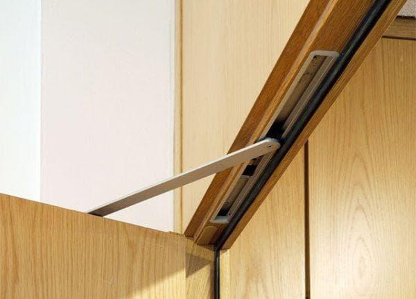 скрытый доводчик на металлическую дверь