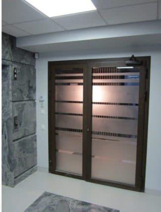 противопожарные двери из алюминиевого профиля