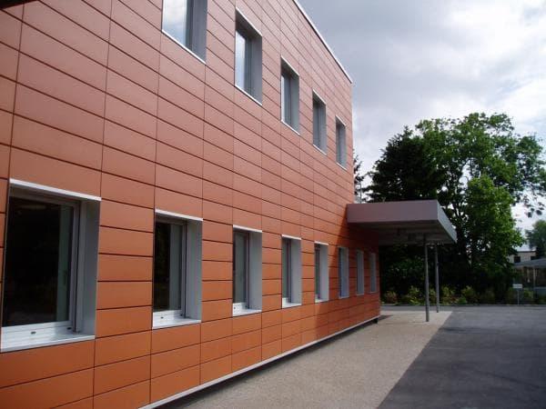 вентилируемые фасады из линеарных панелей