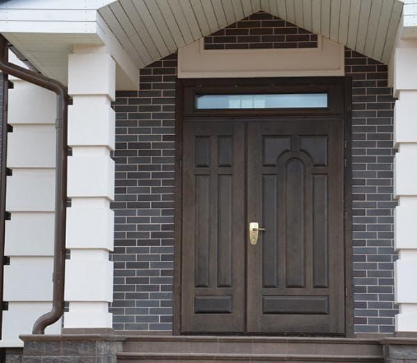 входная дверь для загородного дома со стеклом от Атлант