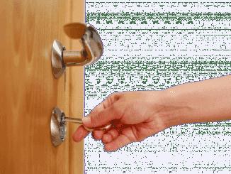 как открыть входную дверь без ключа видео