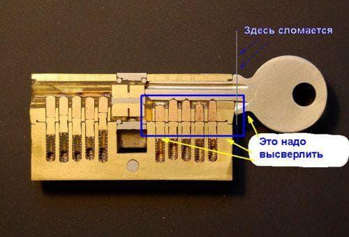 Ключ застрял в замке – как вытащить самому, как достать личинку, если не поворачивается и заедает