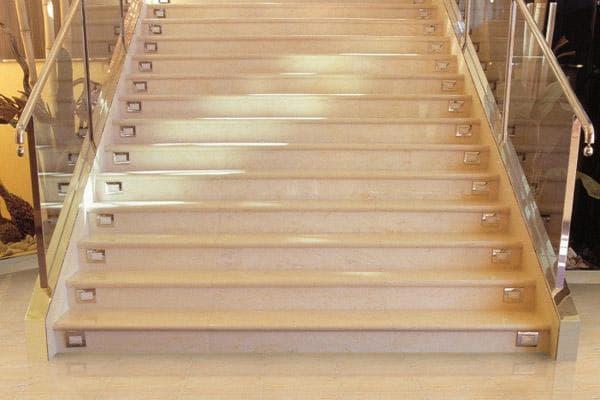 фото лестницы из керамогранита