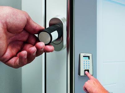 Электронный кодовый замок на входную дверь