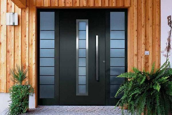 монтаж входных дверей на фото