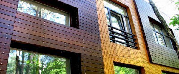облицовка фасада дома деревянным сайдингом