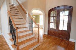 Высота перил на лестнице в частном доме: стандарт