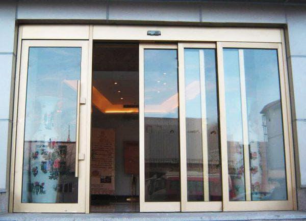раздвижные алюминиевые входные двери со стеклом