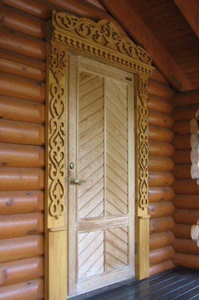 резной деревянный наличник на двери