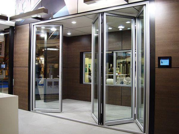 складные алюминиевые входные двери со стеклом