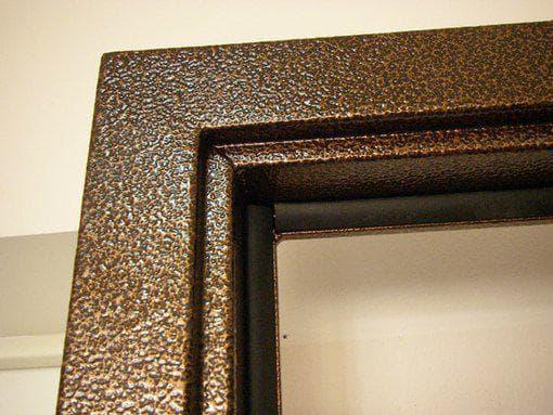 наличник на двери из металла