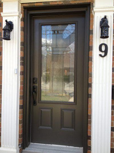 алюминиевые декорированные входные двери со стеклом