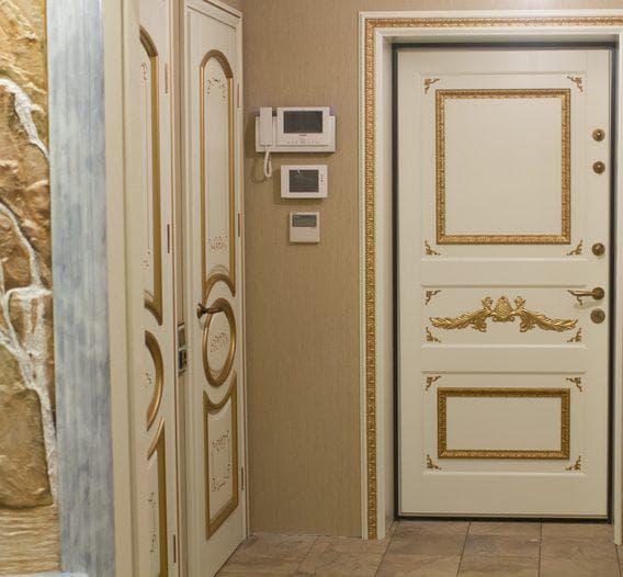 фанерная накладка на входную металлическую дверь