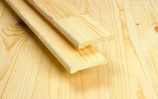 деревянные наличники из клееного бруса на двери