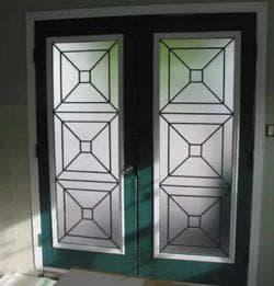 Установка стекла в дверь межкомнатную