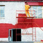 Использование резиновой краски по бетону, металлу, дереву для наружных работ