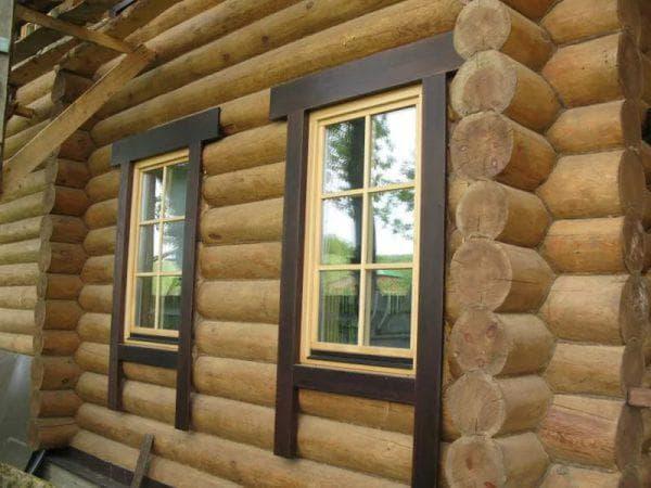 обрамление окон на фасаде деревянного дома